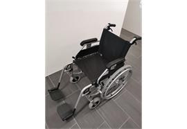 Rollstuhl MobiChair Budget mit Begleitbremse