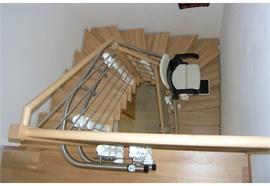 Treppenlift Hiro 160 als Innen- oder Aussenläufer für Treppen mit Kurven